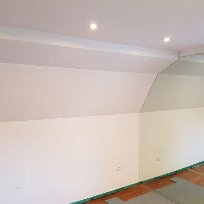 Dachgeschoss Mehrstufig bespannte Stoffspanndecke in Weiß