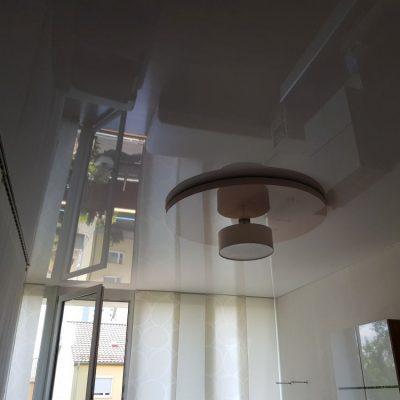 Eine Multilevel - Spanndecke mit abgesetztem Kreis