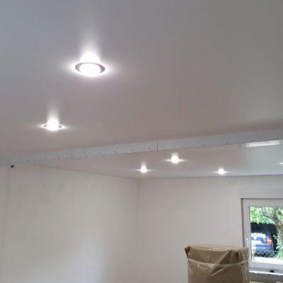 Seidenglanzspanndecke mit LED - Spots