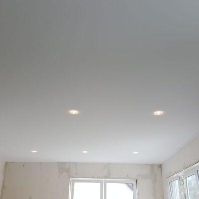 Stoffspanndecke mit integrierter Beleuchtung