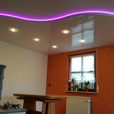 Zweistöckige Lack- oder Matt - Spanndecke mit indirekter LED - Beleuchtung