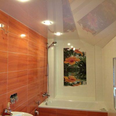 Lackspanndecke im Bad mit Schrägen